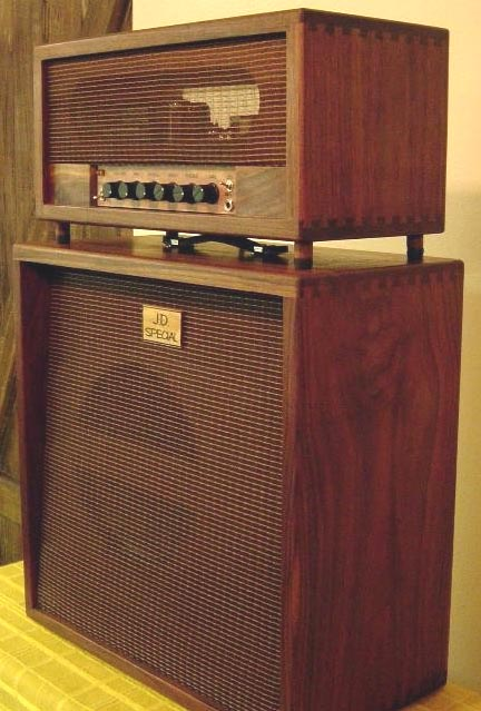 Etonnant The Speaker Cabinet Has A Thin Canary Wood Baffle Front U0026 Rear W/12 Inch  Celestion V30.